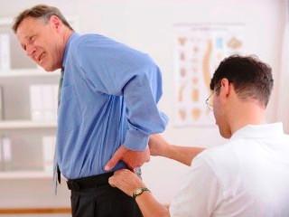 Зачастую болезнь проявляется острой болью