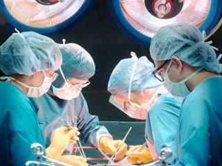 Полностью удалить грыжу можно только хирургически
