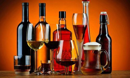 При обострении геморроя из рациона нужно исключить алкоголь