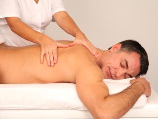 От болей в спине отлично помогает массаж