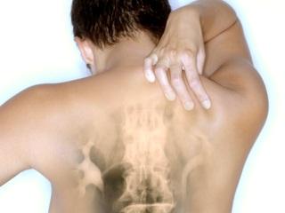 Нездоровый позвоночник может отзываться болью  в груди
