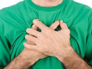 Какие болезни провоцируют боль посредине грудной клетки