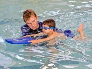 Плавание очень эффективно при лечении сколиоза