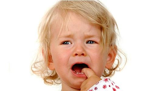 Существует несколько видов данной болезни, однако детям присущ герпес 1 типа