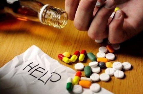 Таблетки и алкоголь убивают