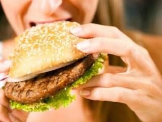 Вредная пища как причина хруста в позвоночнике