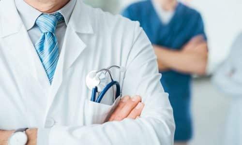 Желательно для лечения обращаться к профессионалам, которые знают места постановки и алгоритм терапии