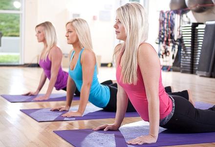 Асаны йоги отлично исправляют осанку