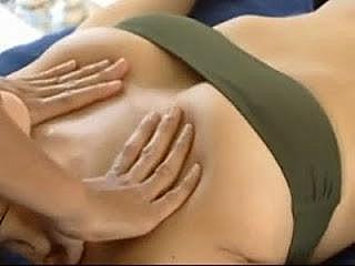 Массаж хорошо прогревает грудные мышцы