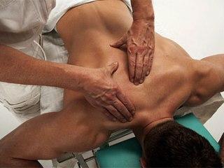 Массаж применяется в комплексном лечении радикулита