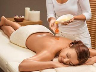 Медовый массаж совмещает физическое и биологическое воздействия
