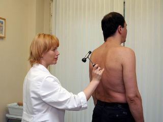 При первых признаках болезни обращайтесь к неврологу