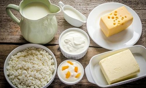 Молочные продукты при панкреатите должны быть отобраны тщательно, так как не все они разрешаются к употреблению