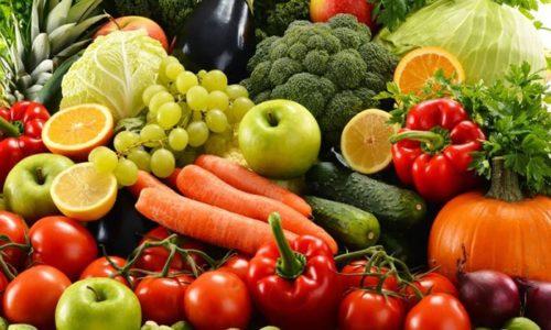 Сборные фруктово-овощные салаты могут стать вкусным, легким и полезным перекусом, а также заменой запрещенных десертных блюд