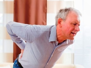 Боль и скованность - главные проявления остеохондроза