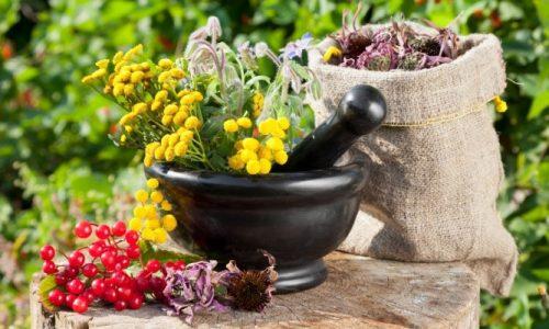 Очень хорошо при данном заболевании помогают настои и отвары лекарственных трав, приготовленных в домашних условиях