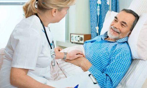 В ранний послеоперационный период после удаления аденомы простаты мужчина находится в стационаре под постоянным наблюдением специалистов