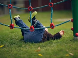 Дети часто травмируют шею при падении
