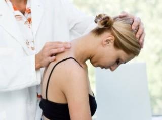 Лечить травмы шеи должен только специалист
