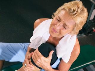 Протрузия может отдаваться болью в колене