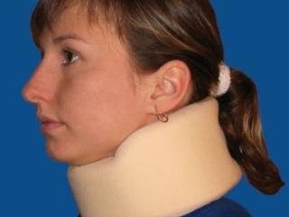 Корсет поддерживает шею в правильном положении
