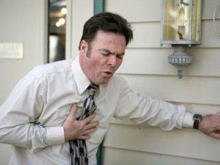 Боль в груди может быть проявлением грыжи диска