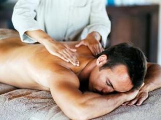 Массаж эффективно снимает спазмы в спине