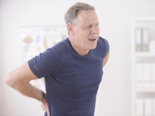 Главный симптом спондилеза - боль в спине