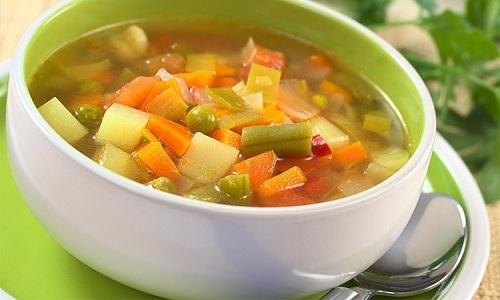 На обед полезно приготовить суп на овощном бульоне