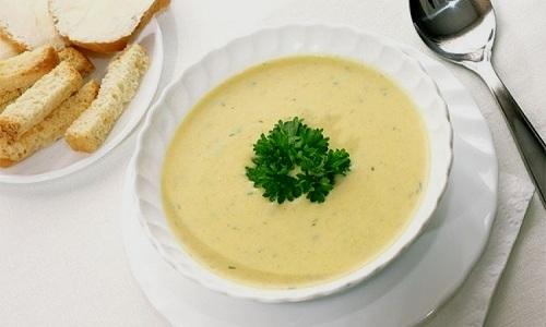 При панкреатите можно готовить молочно-овощной крем-суп