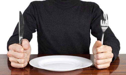 В первые дни после начала приступа следует воздержаться от употребления пищи