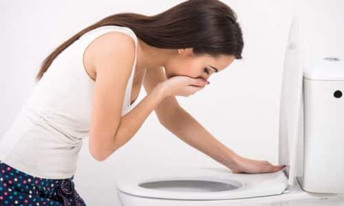 Воспалительный процесс в поджелудочной железе сопровождается рядом характерных симптомов. При остром панкреатите 80% больных сталкиваются с изнурительными симптомами - тошнотой и рвотой