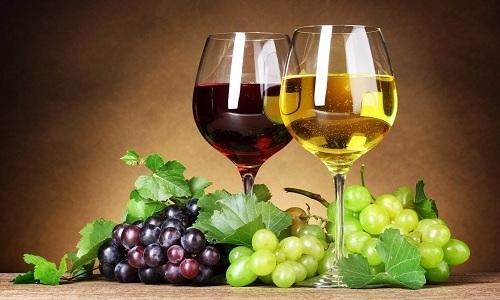 Вино при панкреатите не может быть отнесено в список разрешенных, т. к. при поврежденной поджелудочной оно пользы не принесет