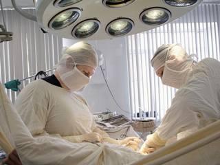 У детей старше 6 лет деформацию устраняют хирургически