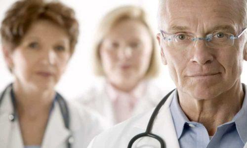 Можно включать в рацион салаты, проконсультировавшись с врачом насчет допустимых ингредиентов