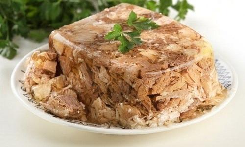 Несмотря на всю полезность блюда, холодец при панкреатите употреблять не рекомендуется