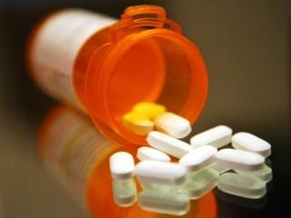 Лечение начинается с назначения противовоспалительных препаратов